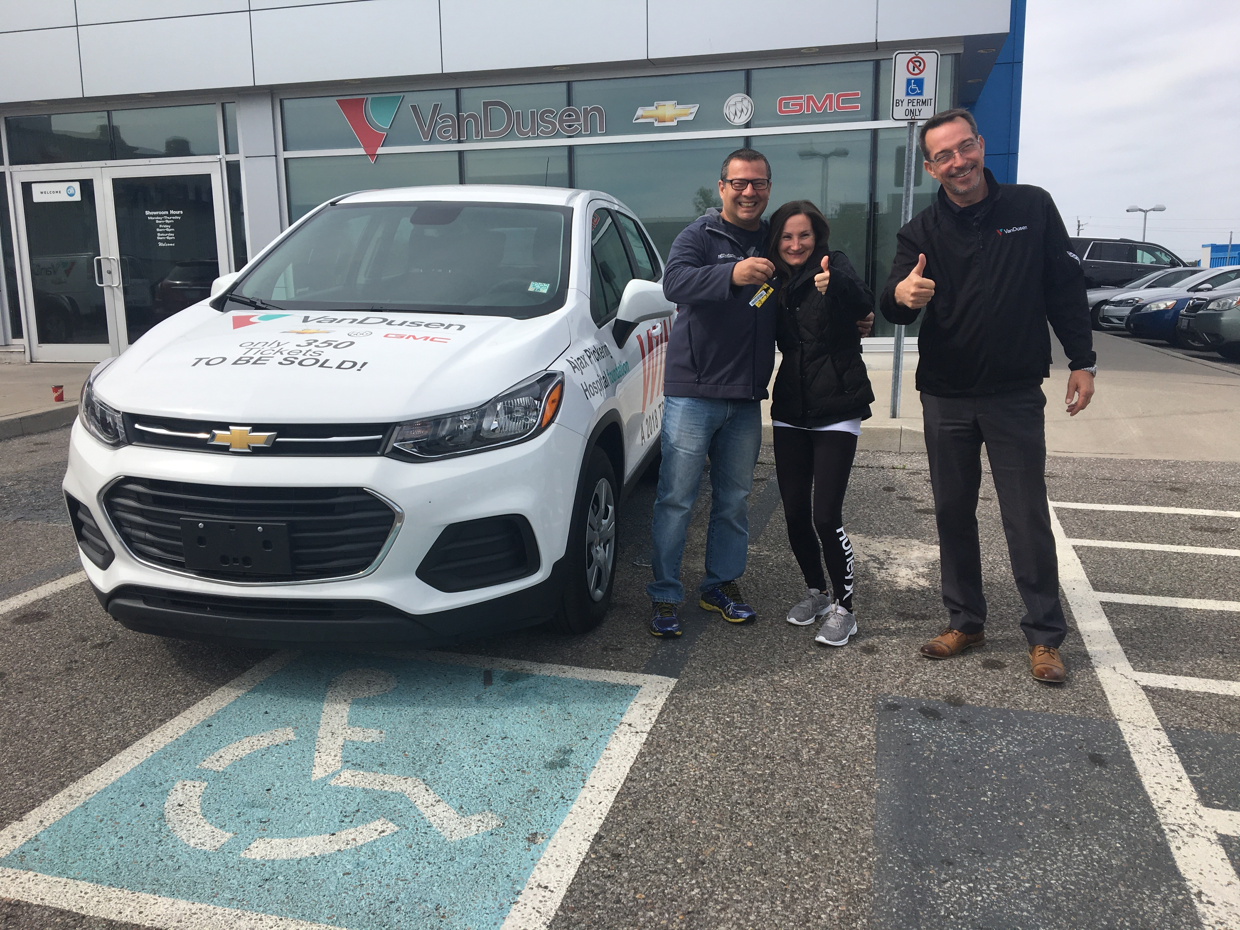 Ajax Pickering Hospital Foundation 2018 car raffle winners Mike & Tina thumbs up with Jim VanDusen Ajax Ontario